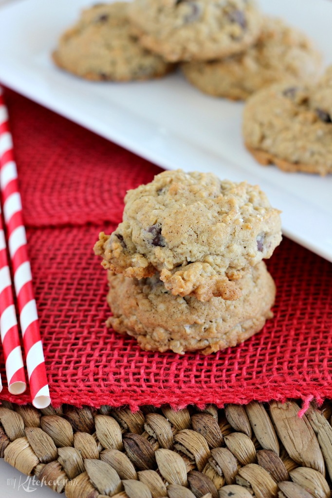 Oatmeal Chocolate Chip Cookies l My Kitchen Craze