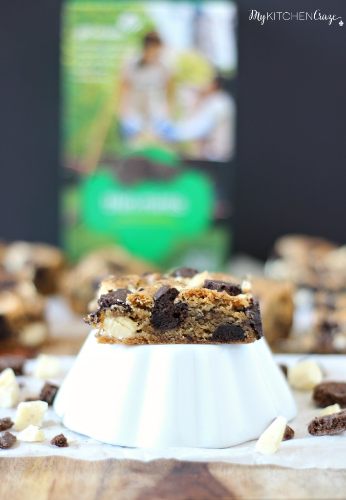 Thin Mint Blondies ~ A soft and chewy blondie bar with Thin Mint cookies and White Chocolate chunks throughout. Makes for a delicious bar that you'll love for dessert! ~ www.mykitchencraze.com