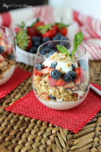 Berry Fruit & Yogurt Granola Parfait ~ www.mykitchencraze.com ~ A healthy, quick and nutritious parfait.