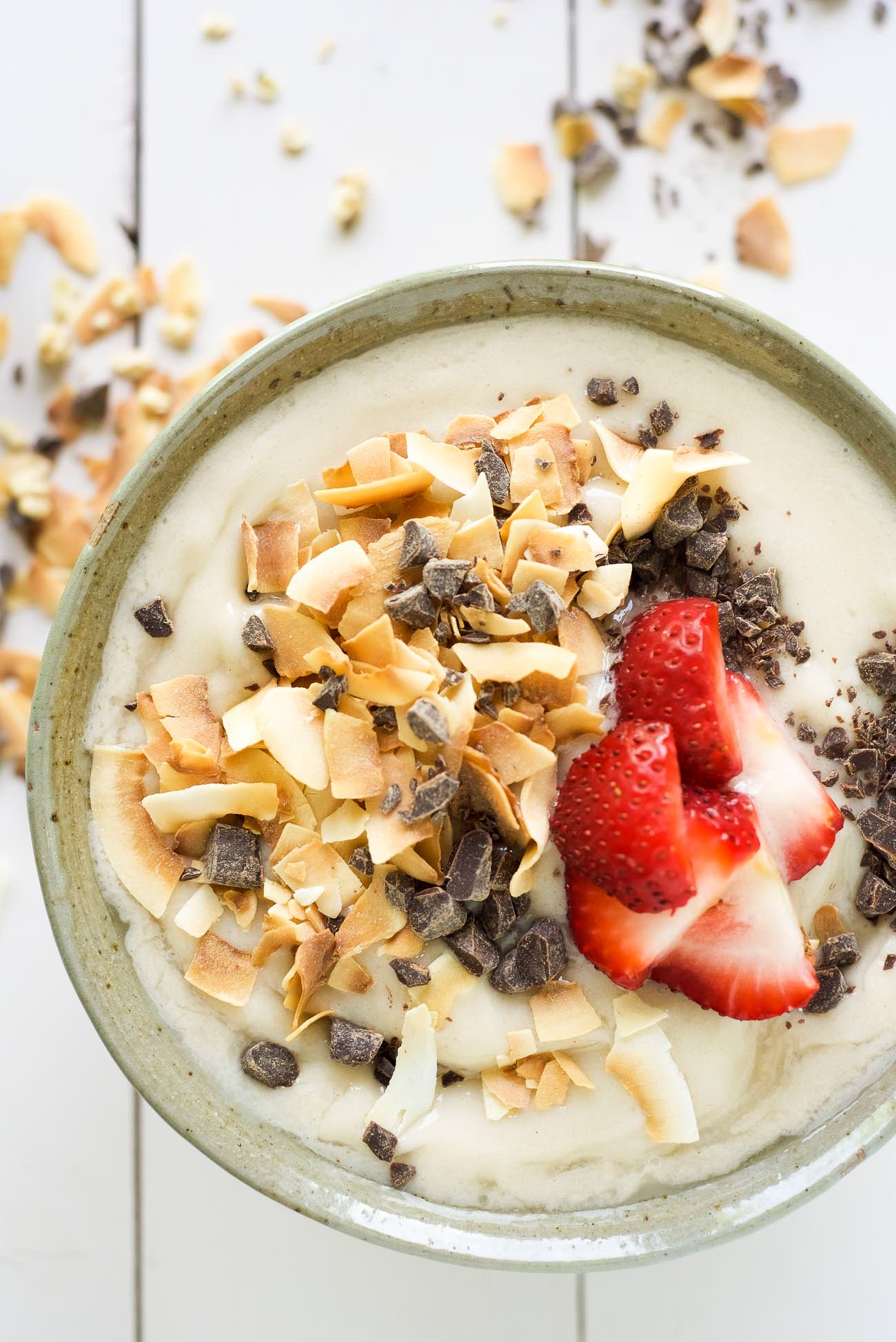 Dark-Chocolate-and-Toasted-Coconut-Smoothie-Bowl-3