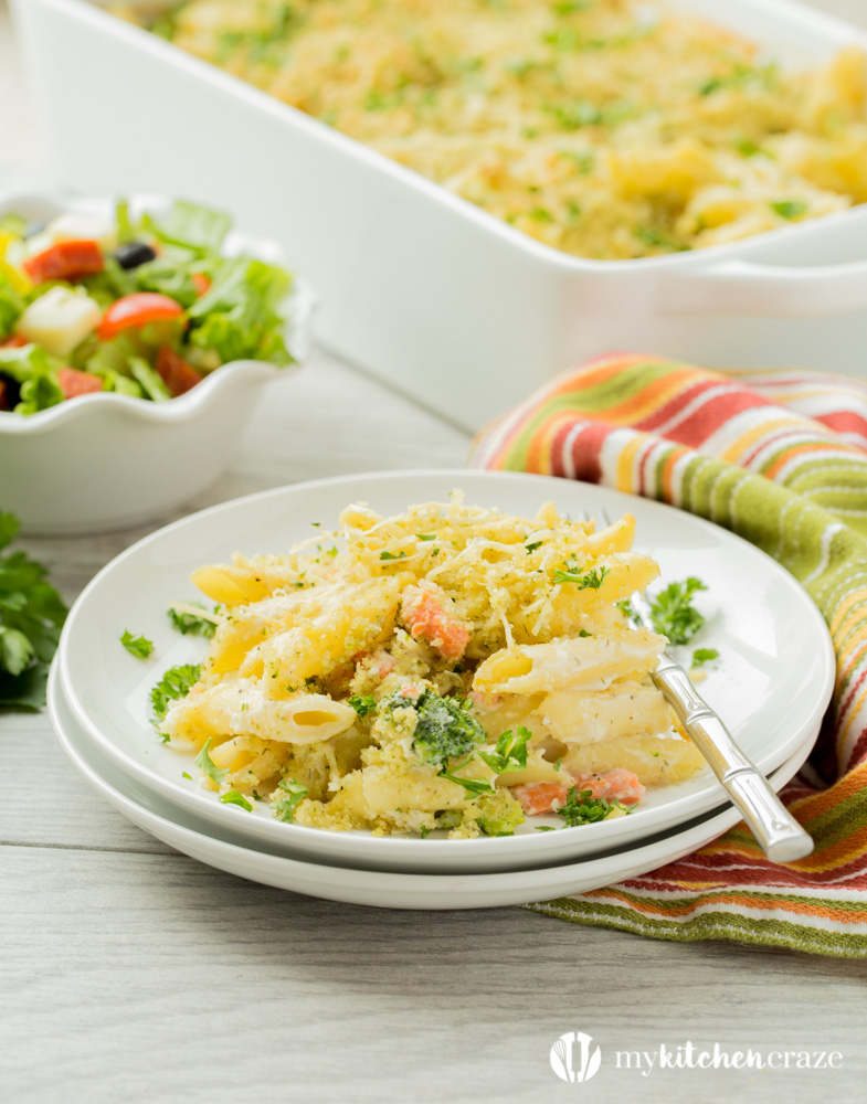Smoked Salmon Alfredo Casserole ~ Homemade creamy Alfredo sauce layered with smoked salmon, broccoli and cheese. Then topped with bread crumbs and Parmesan cheese. Yum! This is one casserole dinner everyone will love!